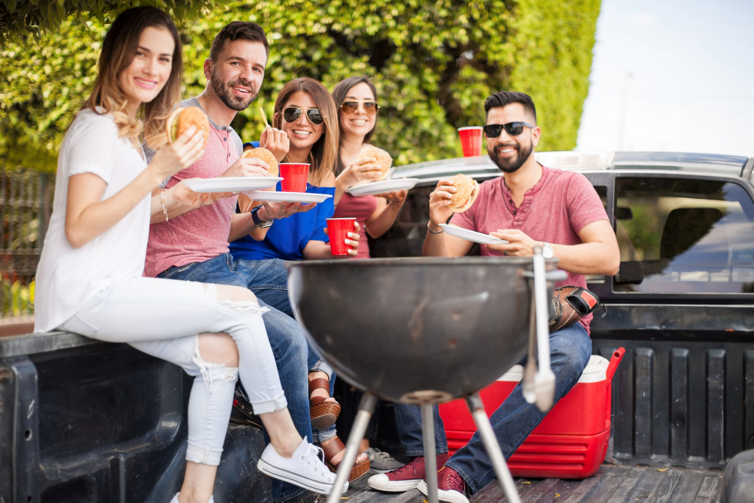 The Essentials on How to Setup the Perfect Tailgate BBQ [Infographic]